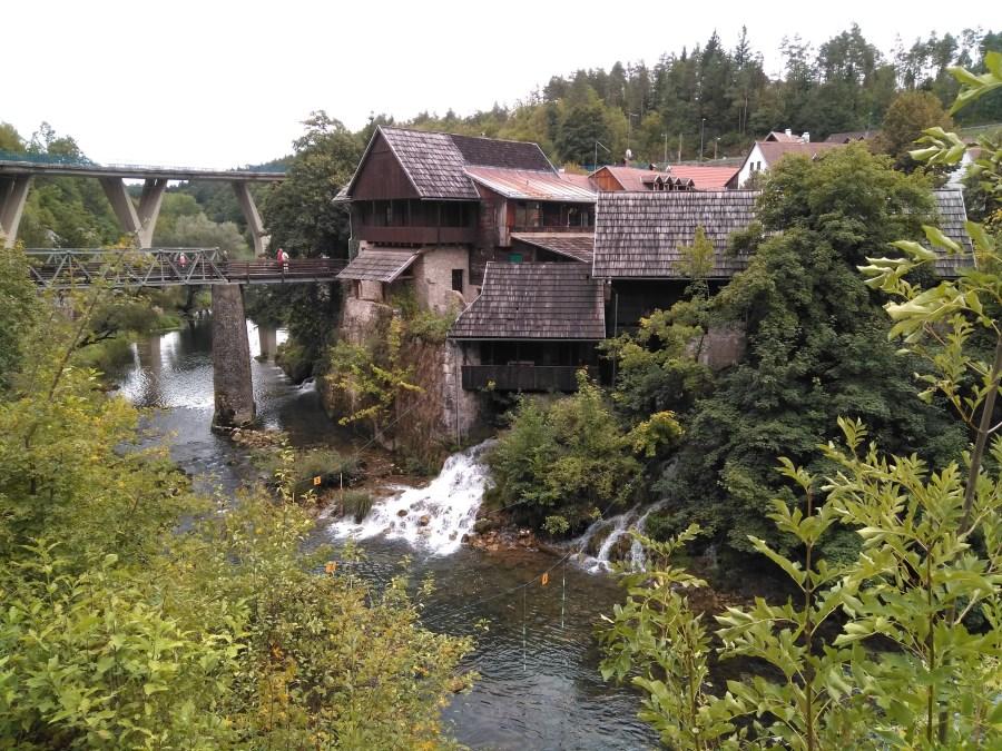 Cuevas de Barac, Rastoke y Petrčane . El pueblo de las cascadas.