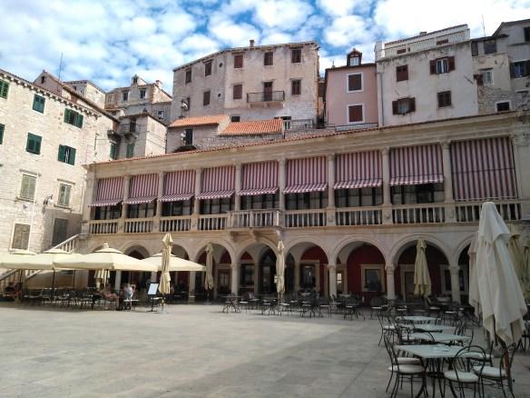 Plaza del Ayuntamiento de Sibenik. Croacia.