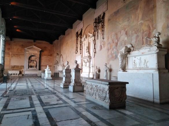 Camposanto, al lado de la Torre Inclinada de Pisa.