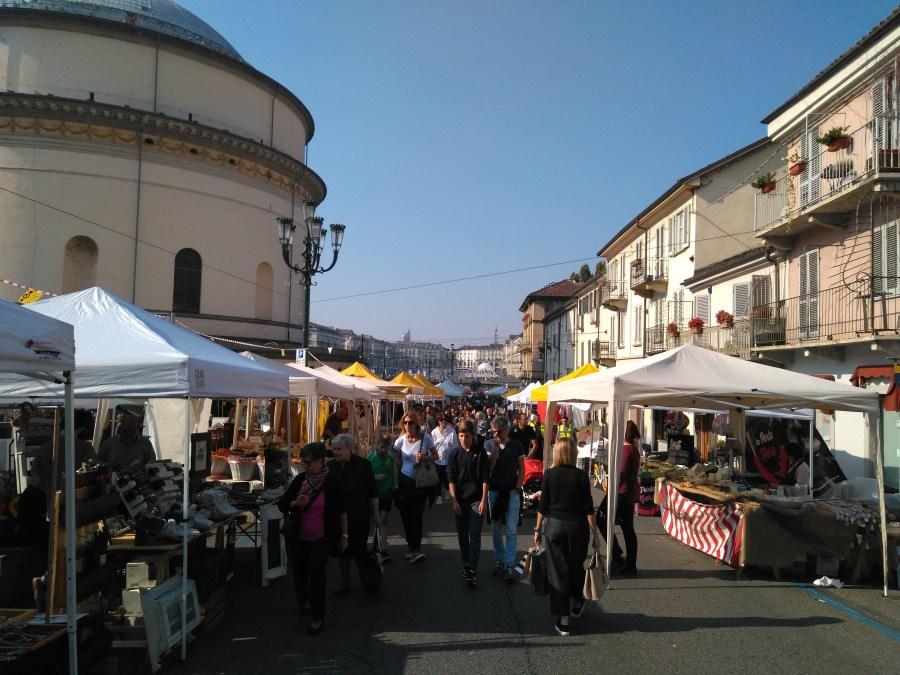 Artesanía, gastronomía y buen ambiente en las calles.