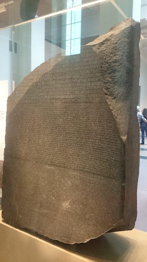 Piedra Rosetta en el Museo Británico.