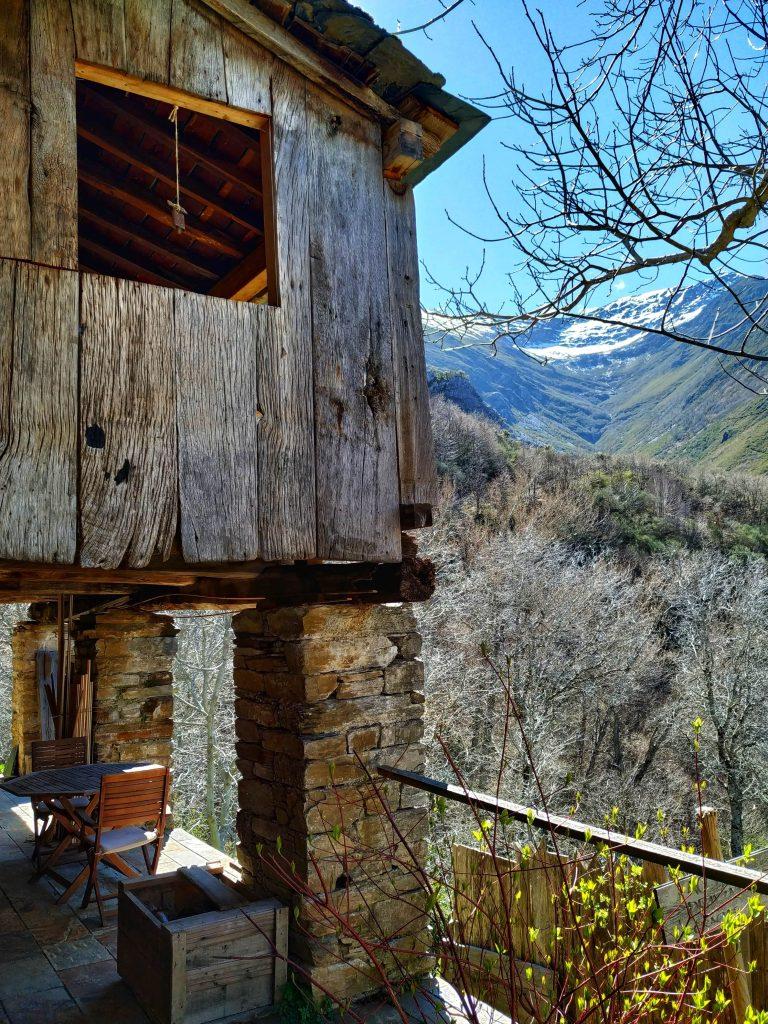 Vistas del valle y las cumbres desde una de las casas.