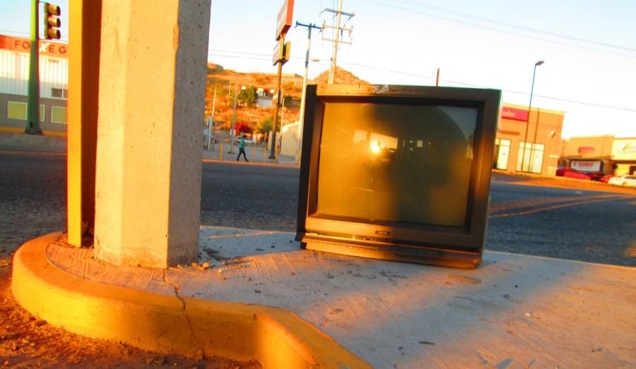 television - portada art lolita aragon