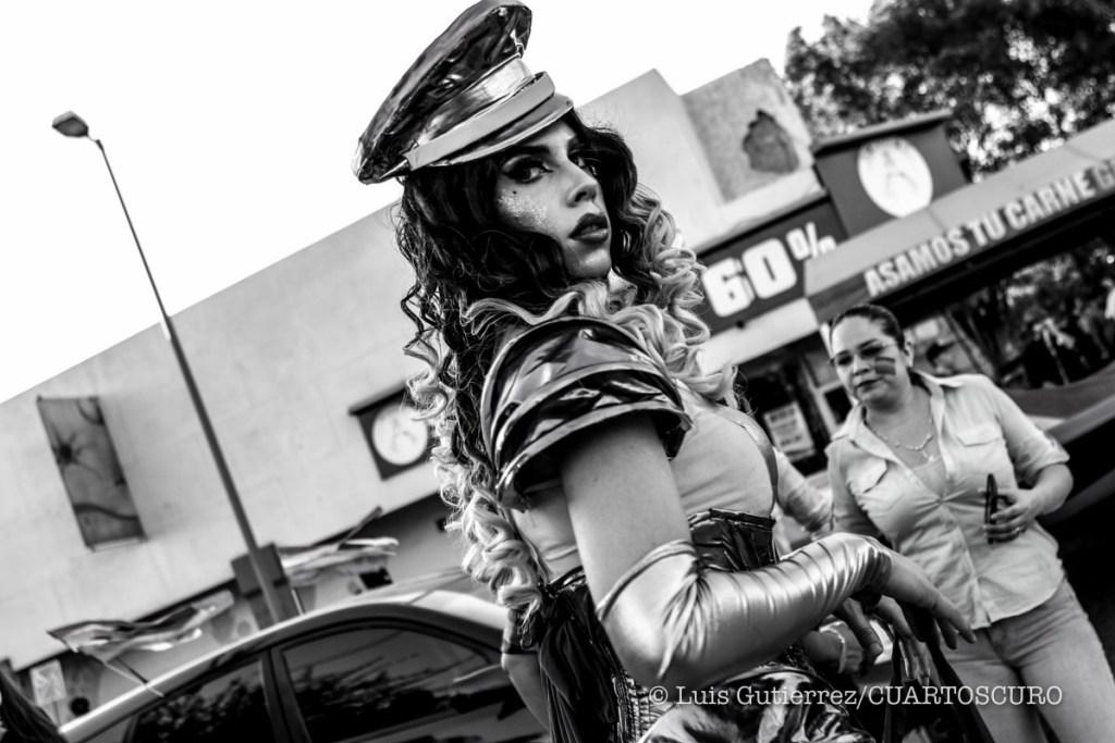 Decenas de personas realizaron esta tarde una marcha por el orgullo gay, que busca mandar un mensaje de tolerancia hacia las diferentes preferencias sexuales Hermosillo Sonora a 18 jun 2016 ©Foto:Luis Gutierrez/CUARTOSCURO *** @SonoraPridehmo #OrgulloGay #marcha
