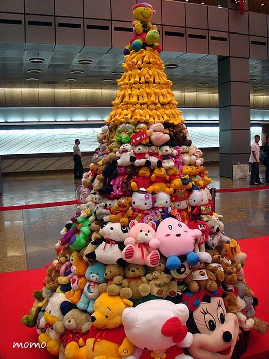 ridiculously-awesome-wtf-chritmas-trees12