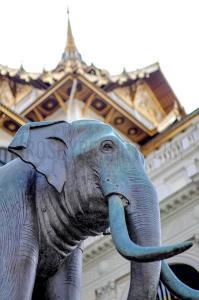 Bangkok elephant statue