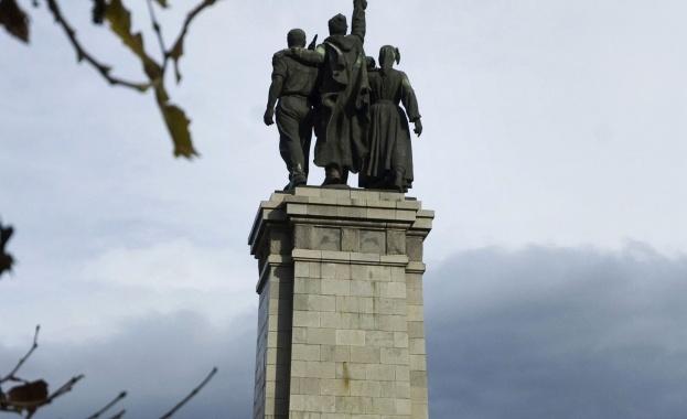 Привърженици на Русия се събраха пред Паметника на Съветската армия