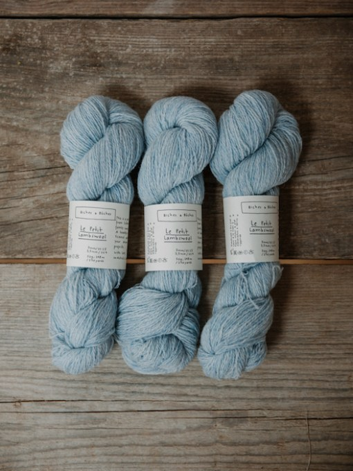 Biches & Bûches le petit lambswool very light blue