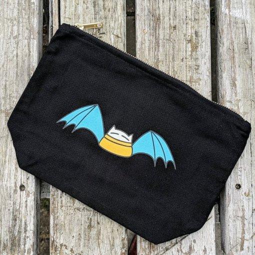An Caitlin Beag Batwing cat project bag