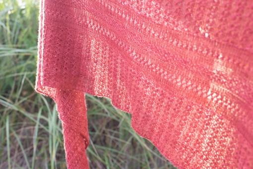Detail red shawl Making Magazine - No. 11 DAWN