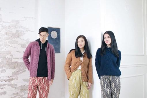 modeling knitwear Moon and Turtle - Kiyomi & Sachiko Burgin