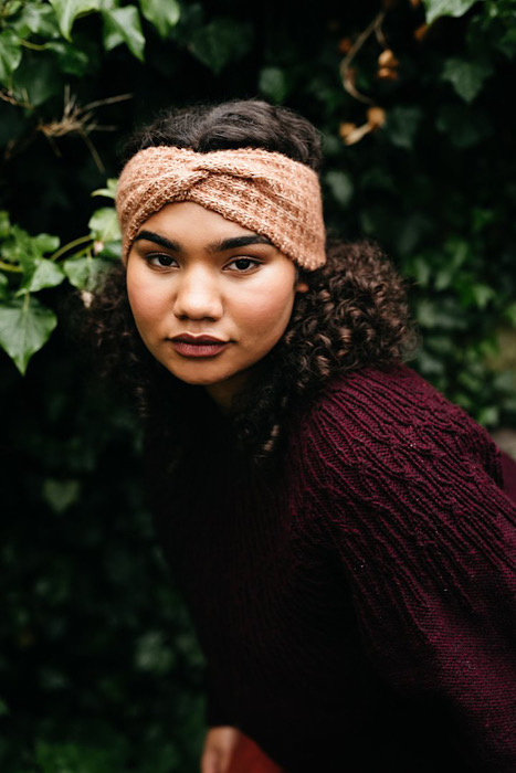 modeling headband Pom Pom Quarterly Autumn 2021 - Issue 38