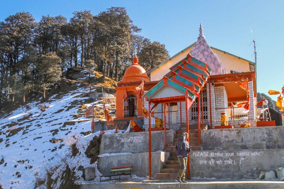 Jalori Pass Temple - The Serolsar lake Trek starts from behind the temple