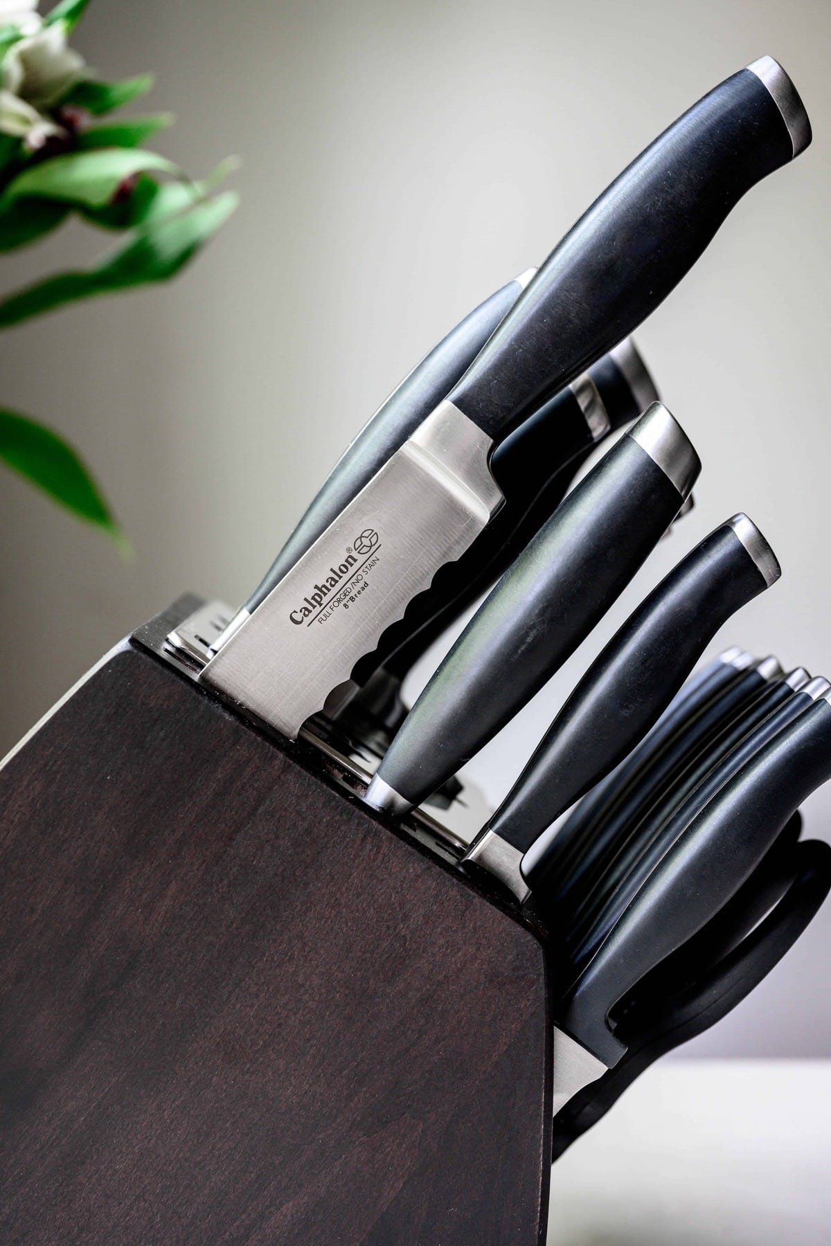 side view of Calphalon knife set