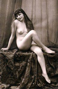 Naked Nudity Harem-Mädchen