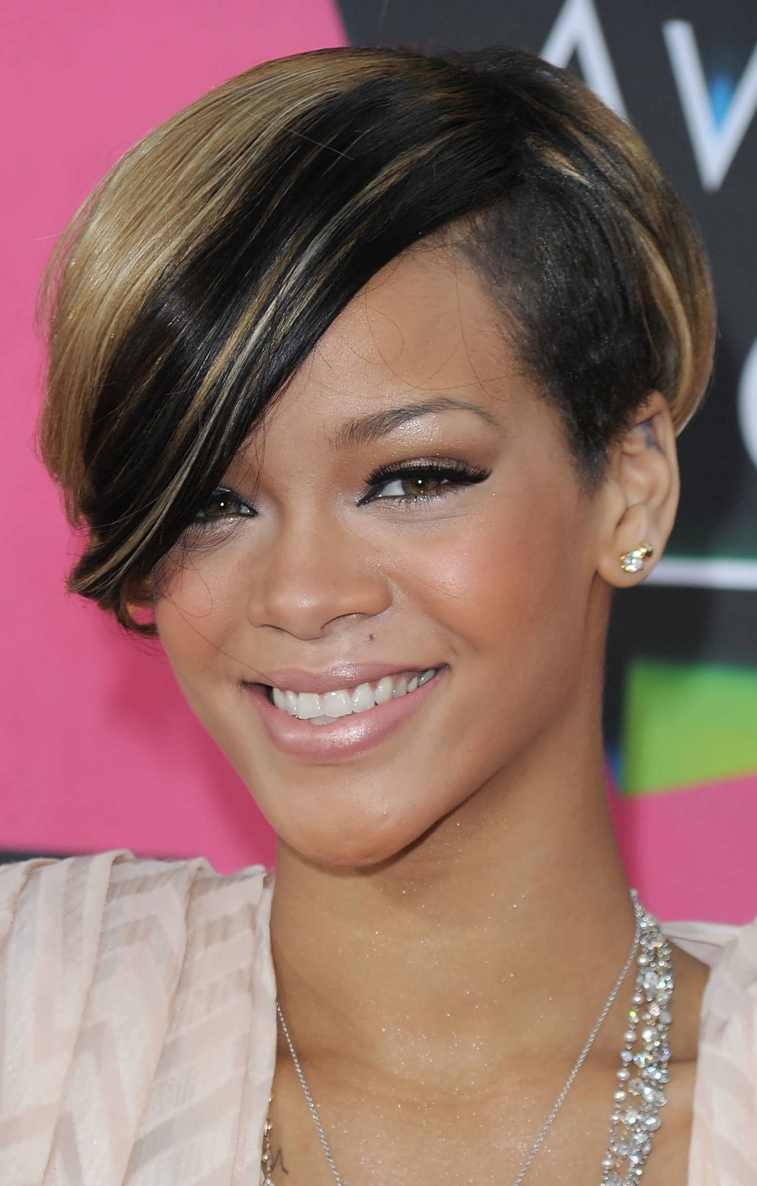 Beautiful Short Length Hairstyles For Round Faces Styles