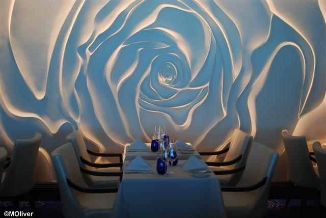 Blu: speciality dining room (rose for the lady?)