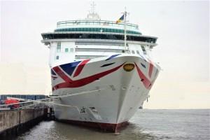 150. Anlauf eines Kreuzfahrtschiffs in Kiel: die AURORA bei ihrem Erstanlauf