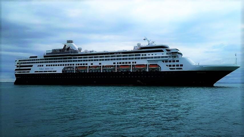 HAL_Maasdam_depan_Benoa_2 Holland America Line trennt sich von 4 Schiffen
