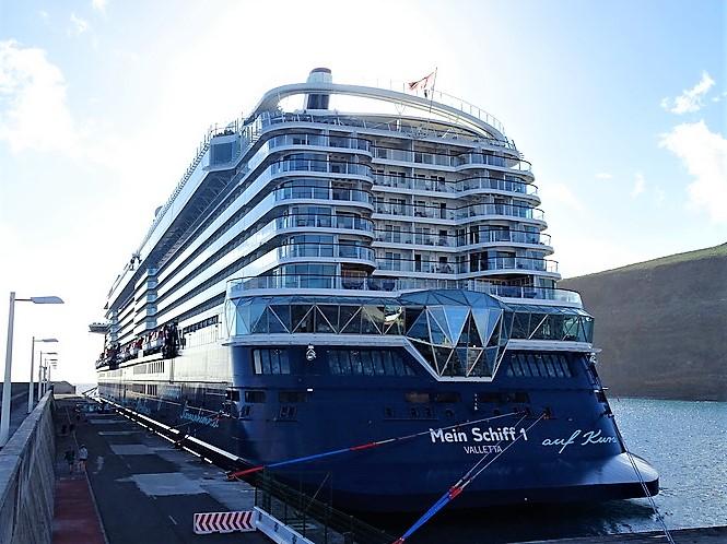 Mein-Schiff-1-Santa-Cruz-de-Tenerife-2018-12-14-.. Mein Schiff 1
