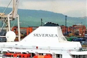 Schornstein eines Schiffs der Silversea Cruises