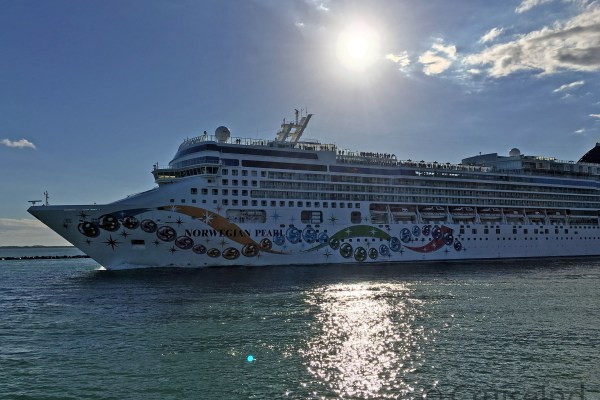 Norwegian Pearl departing Miami ©CruiseInd