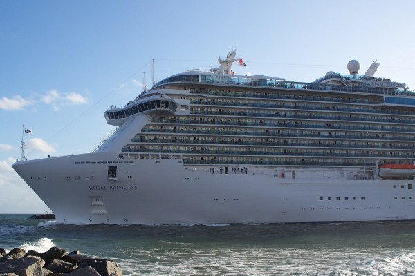 Regal Princess departing Port Everglades ©CruiseInd
