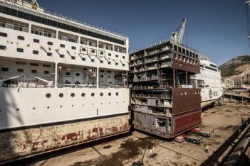 Afbeeldingsresultaat voor MSC Opera drydock