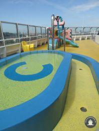 Kinderzwembad en speelplaats