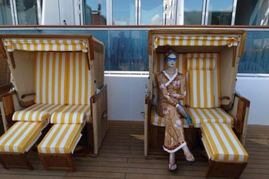 Strandkorven op lanai dek