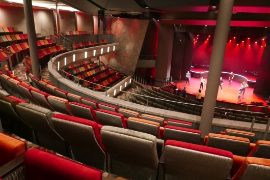 Mein Schiff 2 theater 02