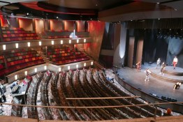Mein Schiff 2 theater 22