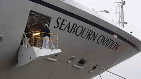 AIDAperla Seabourn Ovation 49