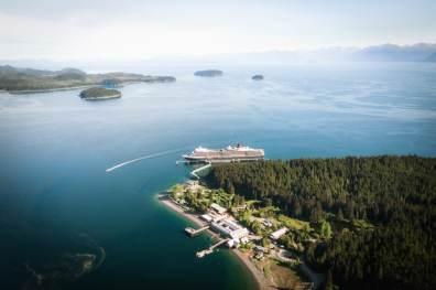 Queen Elizabeth bij Icy Strait Point