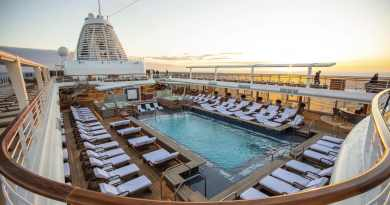 Seven Seas Splendor Pooldeck