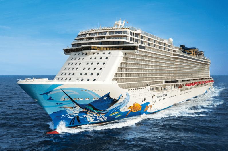 Norwegian Escape bezoekt Cruise Port Rotterdam