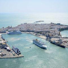 Más de 12.000 personas han llegado hoy a Cádiz a bordo de cinco cruceros