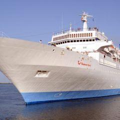 El buque Thomson Spirit recala en el Puerto de Huelva con más de 1.200 pasajeros