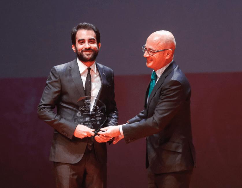 Luigi Surace recoge el premio