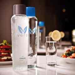 Oceania Cruises eliminará las botellas de agua de plástico de sus buques en una pionera iniciativa sostenible