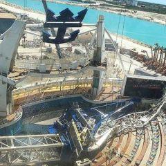 Una grua cae sobre el Oasis of the Seas en Grand Bahama Shipyard y provoca la cancelación de tres cruceros