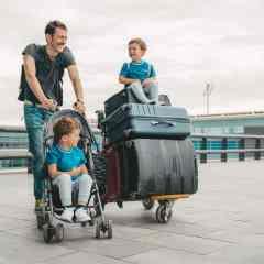 Pullmantur Cruceros facilita un nuevo servicio de recogida y envío de maletas con Correos Express desde el puerto de Barcelona