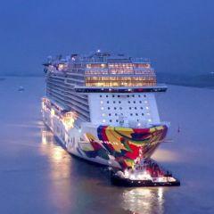 El Norwegian Encore navega por primera vez en mar abierto