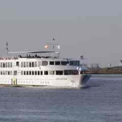 El Puerto de Huelva recibe el primer crucero de España tras la pandemia