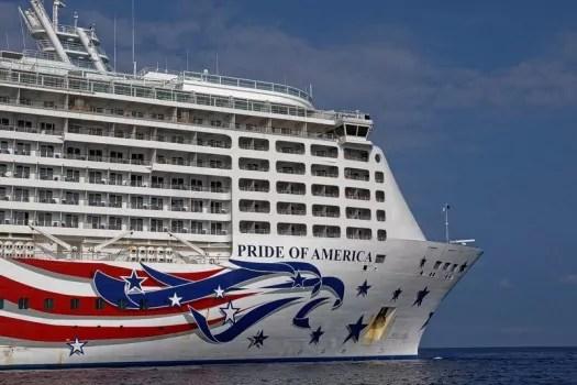 Pride of America vor Kona, Big Island