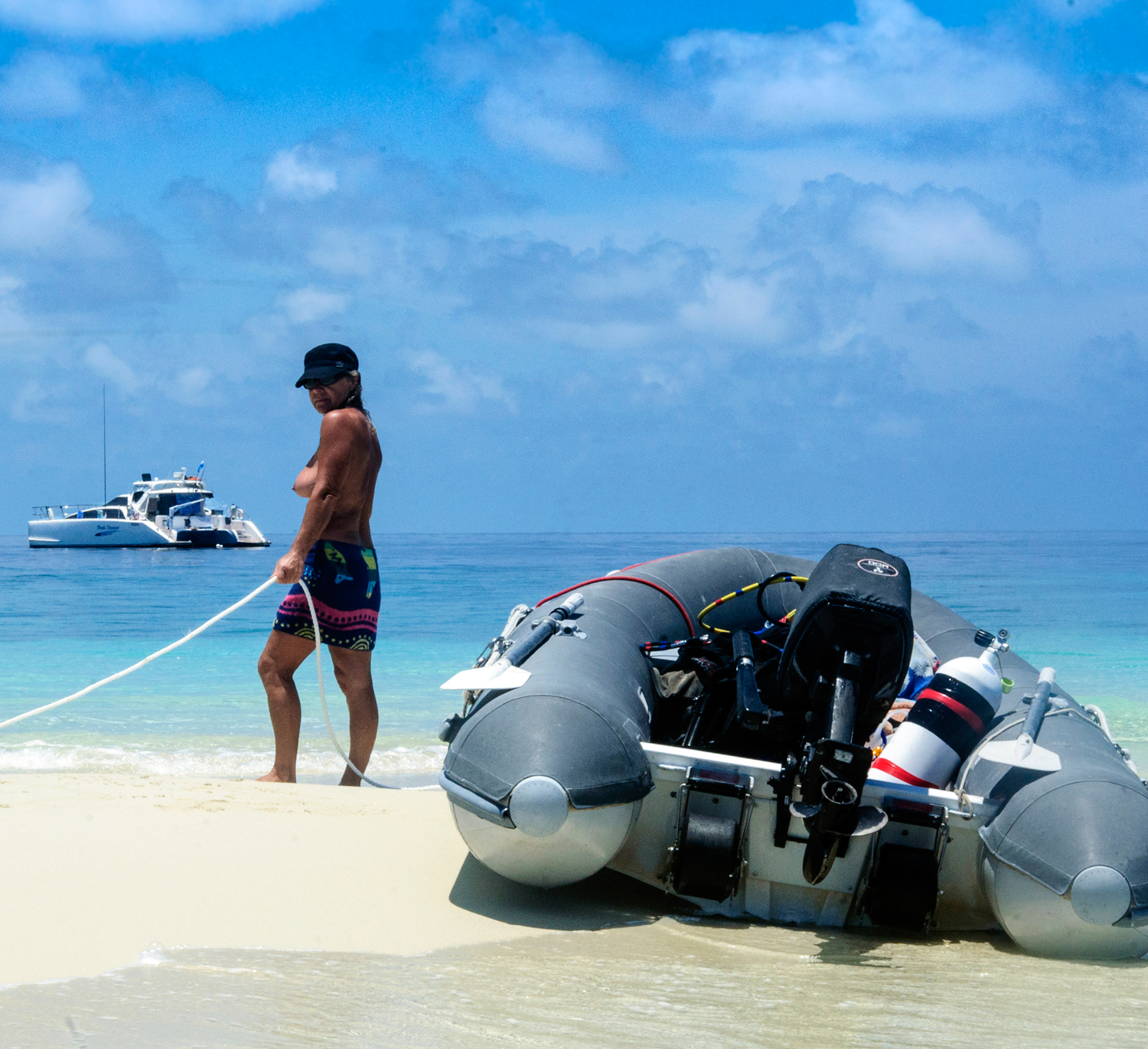 A-perfect-senario--anchor-in-deep-water-and-dive-from-a-beautiful-little-sand-cay