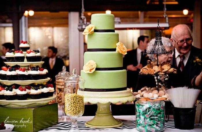 ClaraFrench_cake_pedestal_2