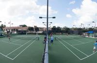 Deux pros du tennis se disputent après un match à l'Open de tennis d'Henderson