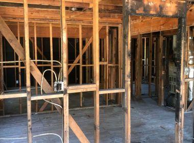 Le marché du logement est si chaud qu'une maison incendiée de la région de la baie attire des offres en espèces supérieures à 850 000 $