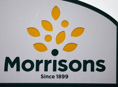 Morrison Supermarkets se négocie au-dessus de la dernière offre de 9,5 milliards de dollars alors que la bataille contre le capital-investissement se poursuit